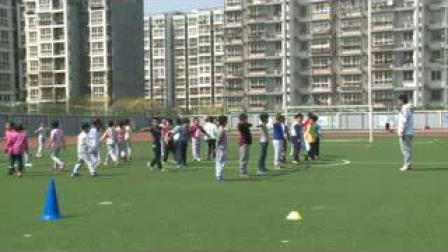 《自然站立向不同方向跑》北京版体育三年级,曲永平