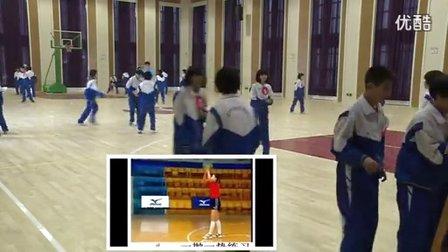 人教版初中体育八年级下册《排球:正面双手垫球活动》教学视频