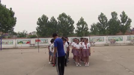《足球游戏:运球接力》科学版体育六年级,淮北市县级优课
