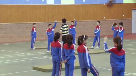 人教版体育五年级《肩肘倒立》课堂教学视频实录-吴世泽