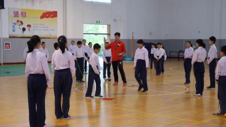 小学体育五年级《跨越式跳高》课堂教学视频实录-虞富