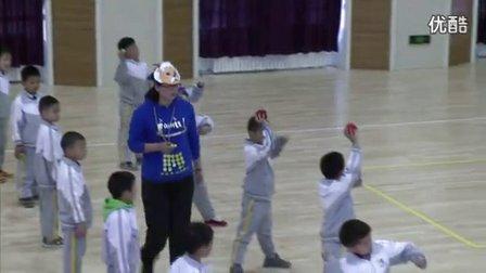 人教版小学体育一年级下册《单手持轻物掷远》教学视频