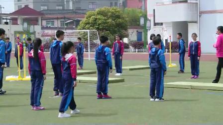 小学体育五年级《跨越式跳高》课堂教学视频实录-吴来风