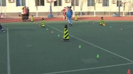 《体育轮滑》三年级体育,李艳春