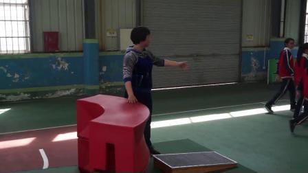 人教版体育五年级《支撑跳跃:跳上成蹲撑-挺身跳下》课堂教学视频实录-陈素蓉