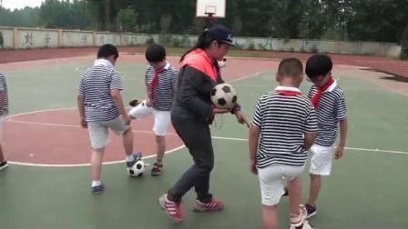 《小足球:脚内侧传球》科学版三年级体育,杨嫚丽