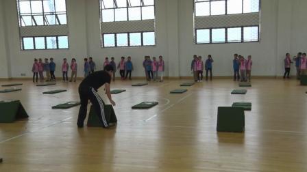 小学体育五年级《跨跳小游戏》课堂教学视频实录-娄坤