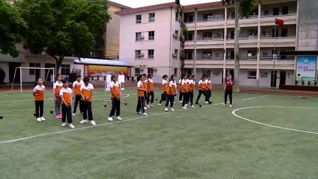 小学体育人教版五六年级《1.各种形式的掷实心球与发展体能》陕西吴小花