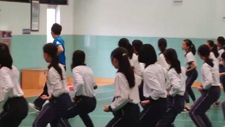 小学体育人教版五六年级《8.撩拳收抱》广东林曦