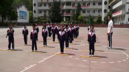 《韵律舞蹈:根据节拍,做足踝、躯干、下肢练习》科学版二年级体育,商洛市县级优课