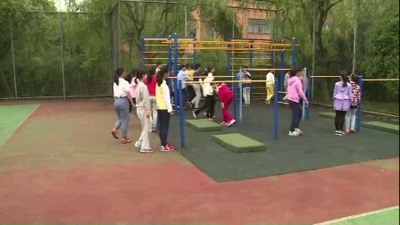 人教版体育五下《跳上成支撑—前翻下》课堂教学视频实录-王辉